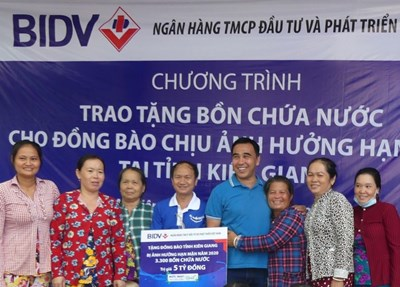 BIDV trao tặng 13.300 bồn chứa nước cho đồng bào khu vực Đồng bằng sông Cửu Long