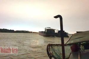 Cận cảnh cát tặc trên sông Hồng tại Hà Nội