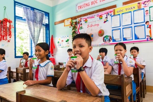 Mang cơ hội uống sữa cho trẻ em miền cao Quảng Ngãi