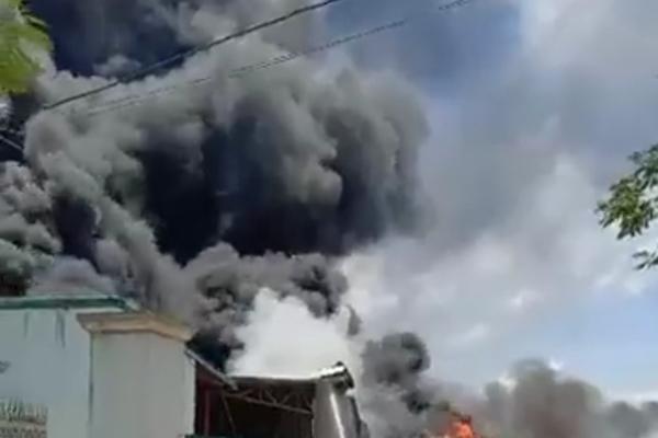 Cháy lớn tại nhà xưởng Khu Công nghiệp Tây Bắc Ga