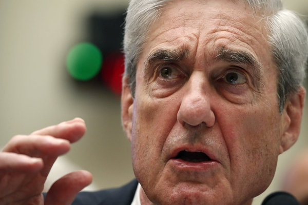 Ông Robert Mueller lên án việc Tổng thống Trump giảm án cho Roger Stone