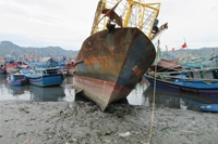 Cảng cá bị bồi lấp khiến ngư dân gặp khó
