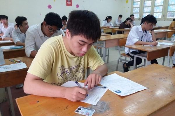 Hôm nay, thí sinh trên cả nước làm thủ tục dự thi tốt nghiệp THPT
