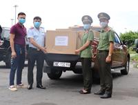 Báo Thanh tra phối hợp tặng quà cho lực lượng phòng, chống COVID-19 tỉnh Quảng Nam