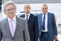Ông Al-Khelaifi và Valcke chuẩn bị tham gia phiên tòa xét xử vụ tham nhũng tại FIFA