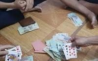 Cảnh cáo Chủ tịch UBND xã đánh bạc ở đám cưới
