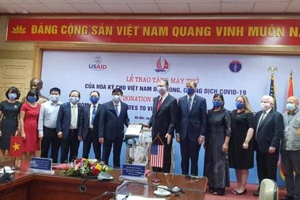 Hoa Kỳ trao tặng Việt Nam 100 máy thở hỗ trợ phòng, chống đại dịch COVID-19