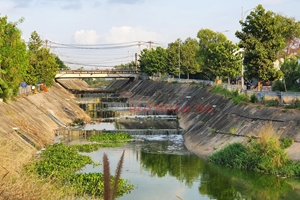 TP HCM: Người dân vẫn xả rác ra kênh Ba Bò