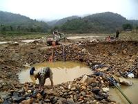 """Bài 3 Tiếp tục """"nợ"""" nhiều nội dung liên quan đến tận thu quặng, cấp phép mỏ vàng Minh Lương"""