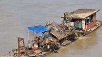 Kiểm tra các dự án khai thác cát trên sông Hồng