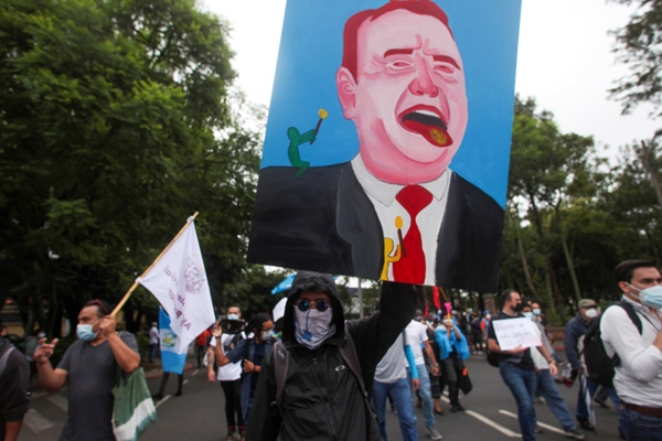 Hàng nghìn người biểu tình phản đối tham nhũng