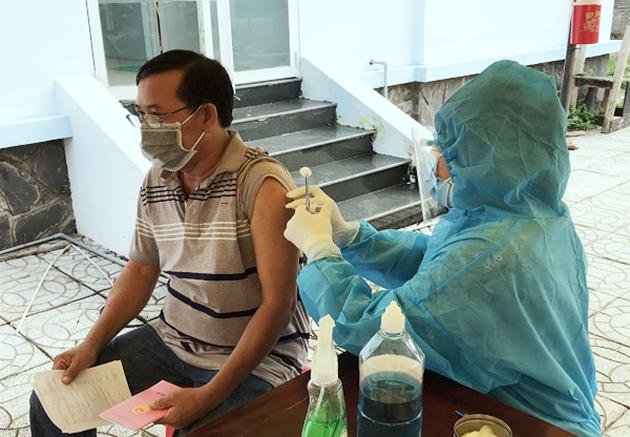Tiêm vắc xin phòng Covid-19 tại TP Cao Lãnh. Ảnh: CDC Đồng Tháp