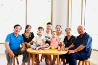 Gia đình Quốc Cơ – Hồng Phượng Chúng tôi trân trọng những phút giây đại gia đình bên nhau