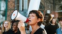 Phụ nữ đối mặt rào cản lớn để tố cáo tham nhũng